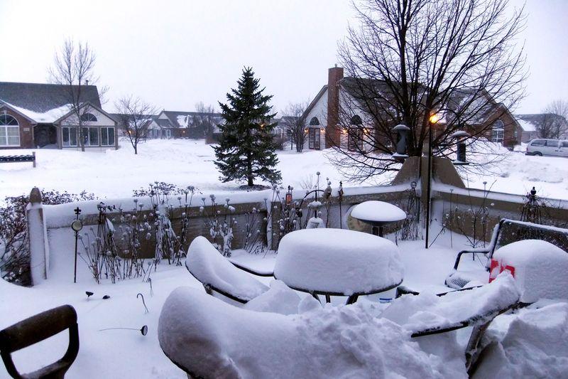 BLIZZARD SNOW PATIO & SHOVEL 2011