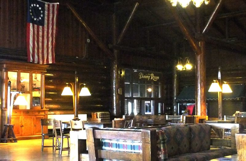 STARVED ROCK LODGE LOBBY 2 2011